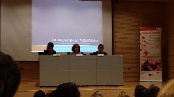 De izquierda a derecha: Dña. Maite Francés, Dña. Marta Martín Llaguno y Arturo Jiménez (COEPA).